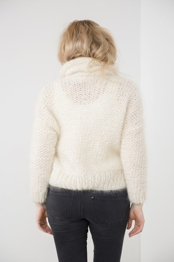 Handmade turtle neck pull-over // Off white